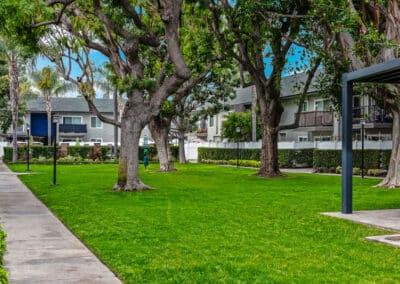 Beachwood Apartments courtyard area