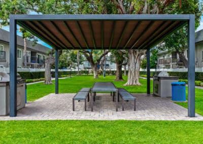 Beachwood Apartments picnic area